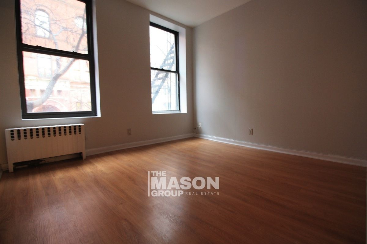 Streeteasy 335 west 43rd street in hell 39 s kitchen 2b for Affordable furniture 43rd
