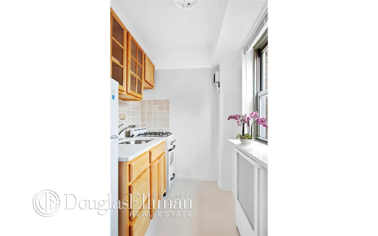 Apartment / Flat / Unit | 270 Jay Street #15B, New York, NY 3