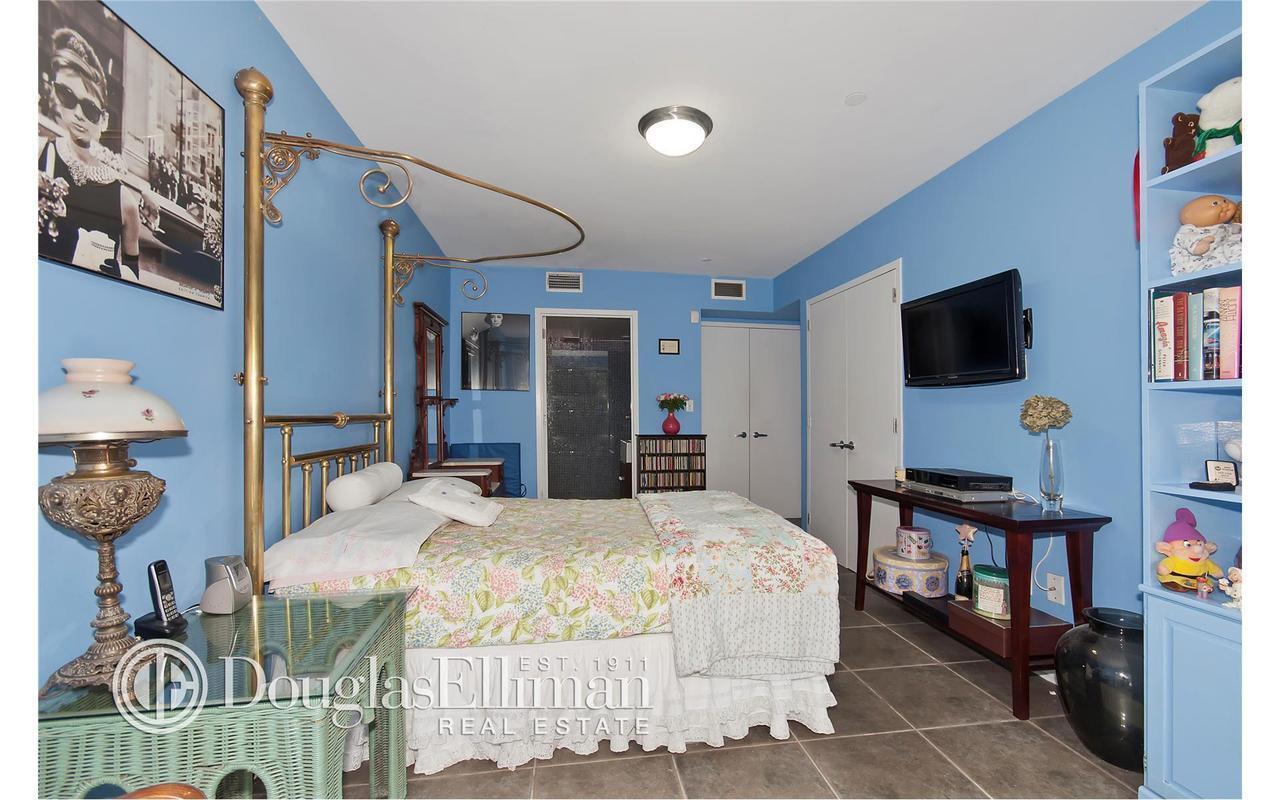 Apartment / Flat / Unit   82 Guernsey Street #1B, New York, NY 8