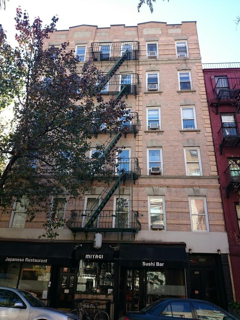 220 west 13 street in west village manhattan naked for Manhattan west village apartments