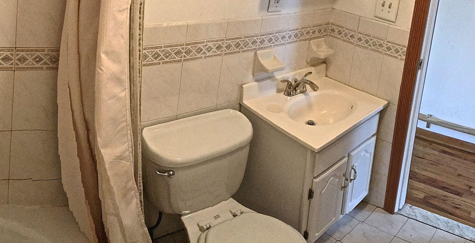 Q Healthydetroiter B Bathroom Flooring And Shower He Image Cabinetandra Tavern