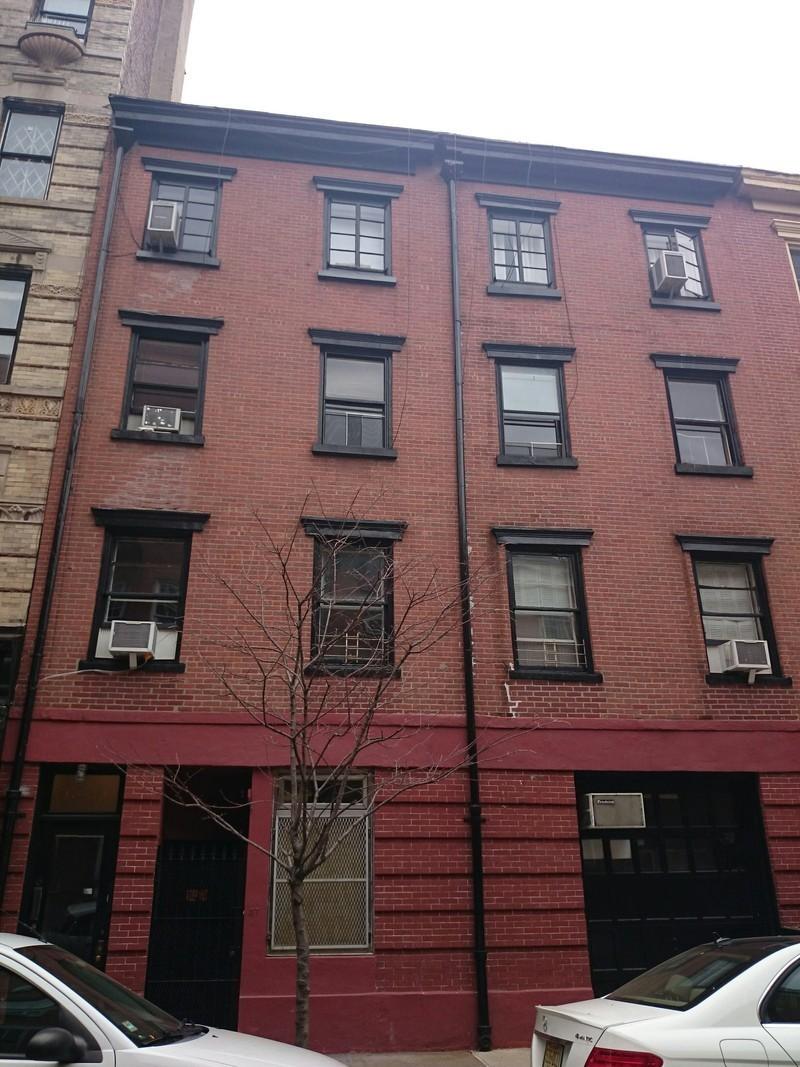 37 perry street in west village manhattan naked apartments for Manhattan west village apartments