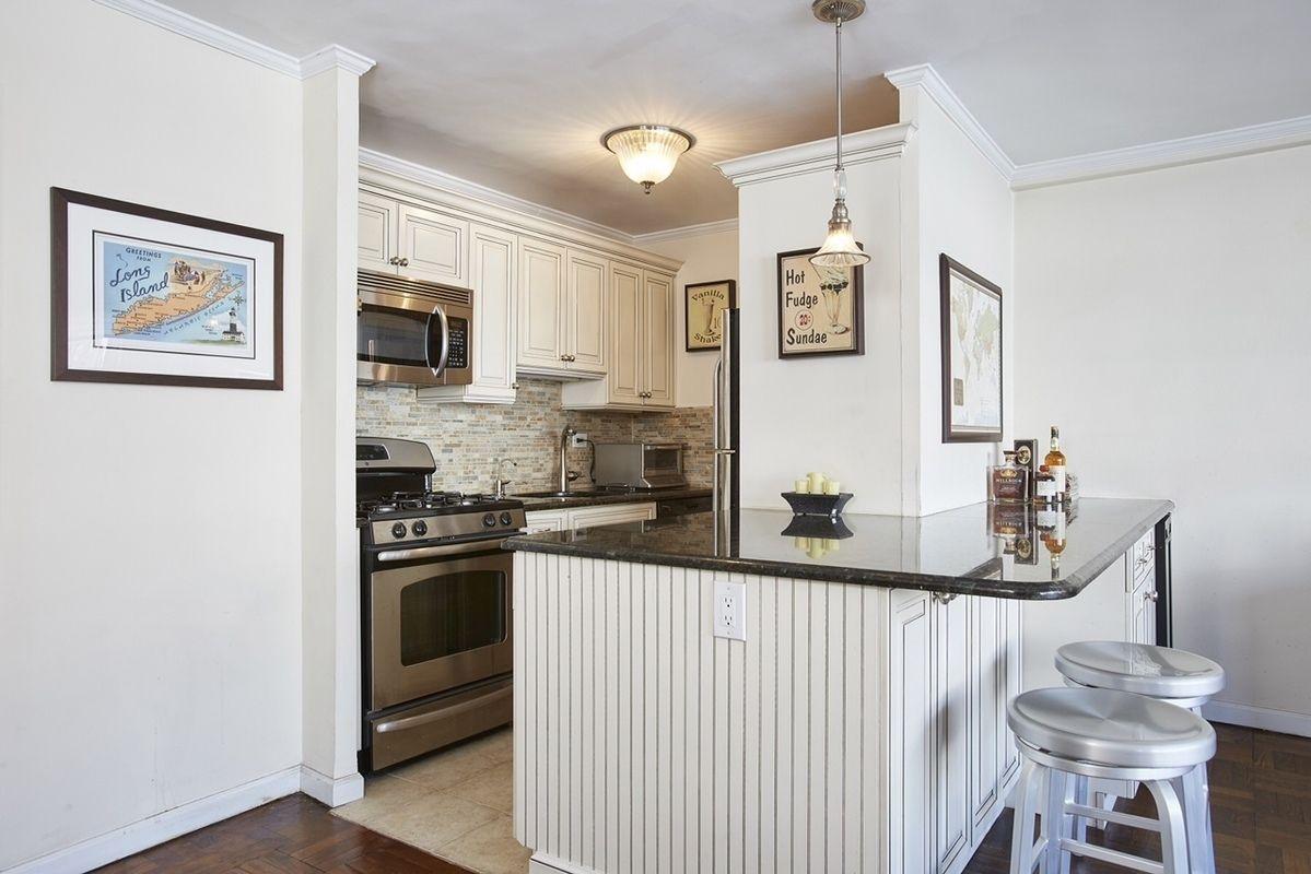 StreetEasy: 310 East 70th Street in Lenox Hill, #11S - Sales ...